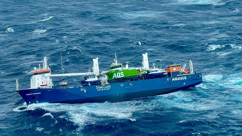 Det nederlandske lasteskip Eemslift Hendrika fikk slagside i Norskehavet og sendte ut nødsignal etter at lasten forskjøvet seg.