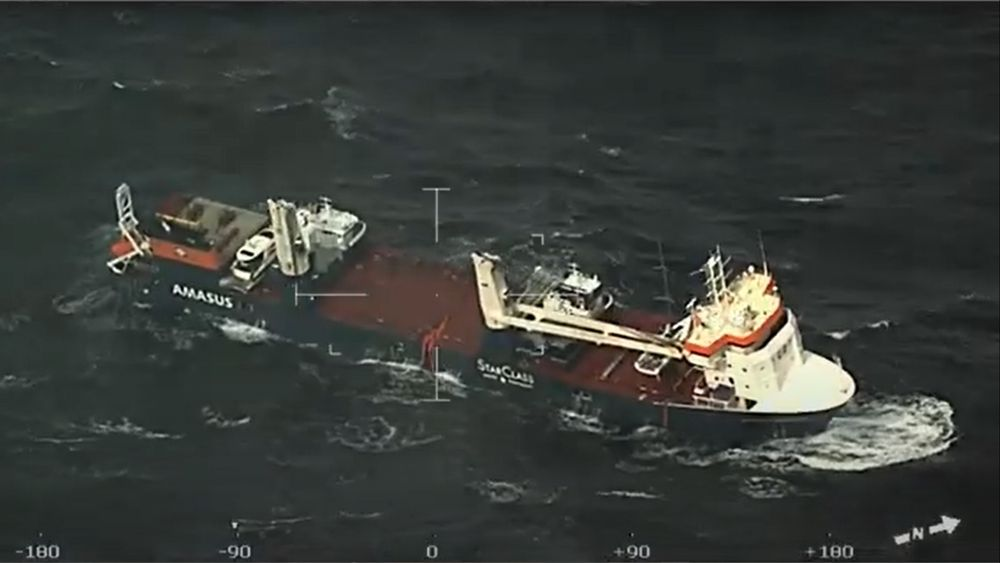 Det nederlandske lasteskip Eemslift Hendrik fikk slagside i Norskehavet mandag, og hele mannskapet er evakuert.
