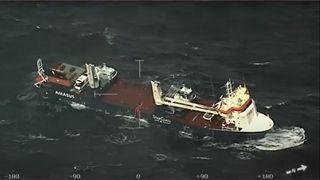 Slepebåter framme ved nederlandsk lasteskip:Bergingen starter onsdag formiddag