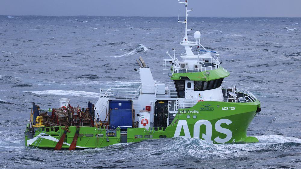 Servicebåten AQS Tor falt av skipet Eemslift Hendrika på fredag.