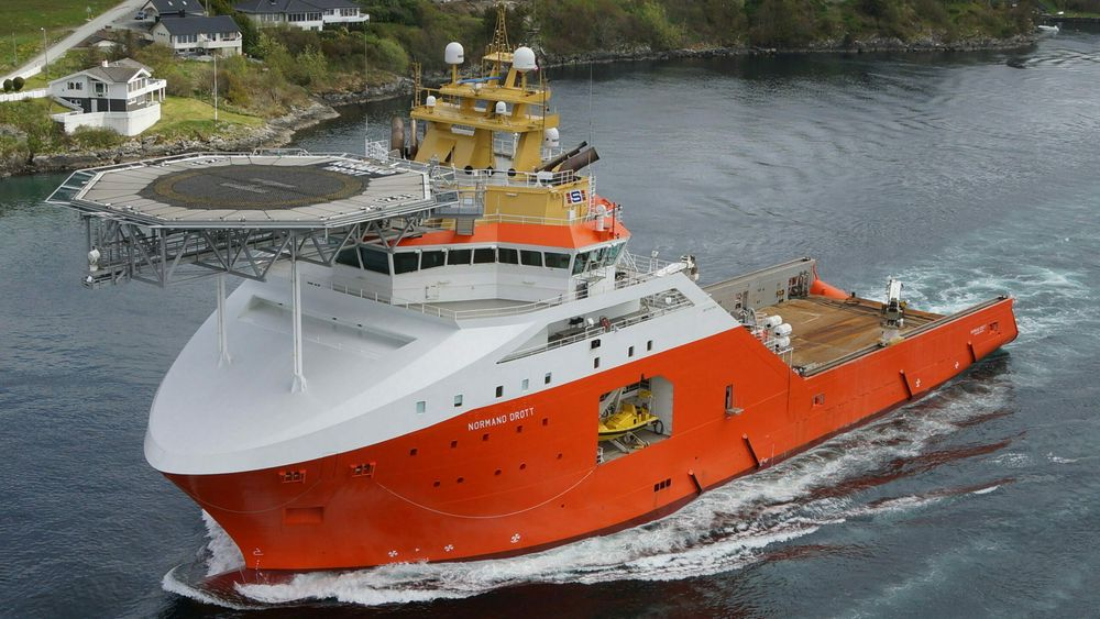 Normand Drott er et stort og kraftig ankerhåndteringsfartøy (AHTS) bygget ved Vard Brattvåg i 2010. Det er 95 meter langt og har plass til et mannskap på 70.