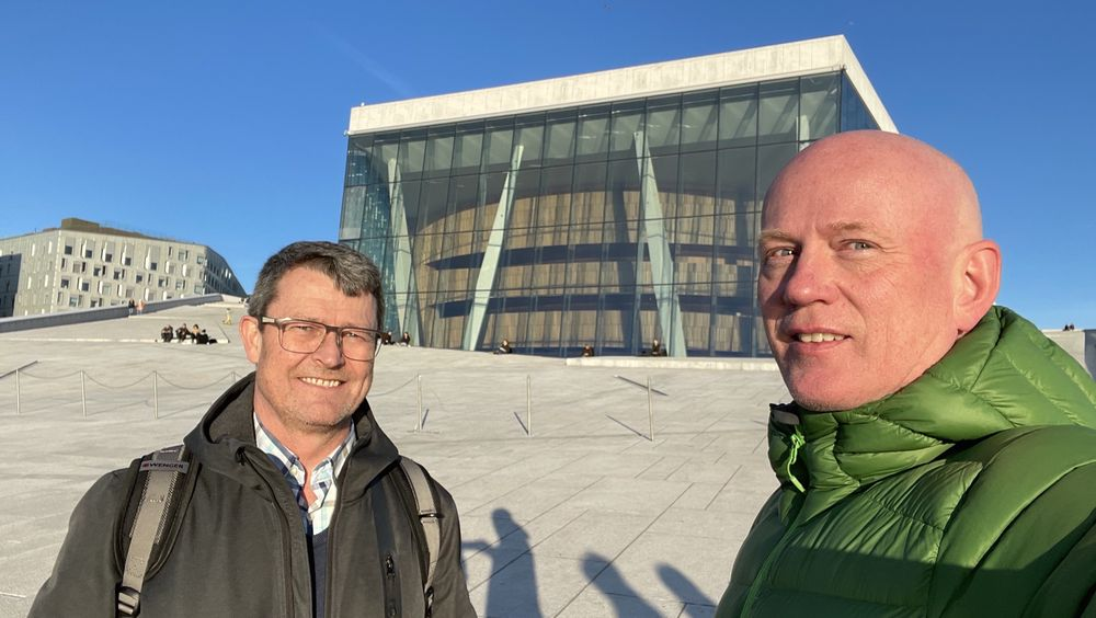 Kjetil Myhre fra Norsk Stålforbund og John-Erik Reieresen fra Betongelementforeningen har sett seg lei på det de mener er uriktig bruk av offentlige midler som fremmer tre fremfor andre byggematialer.