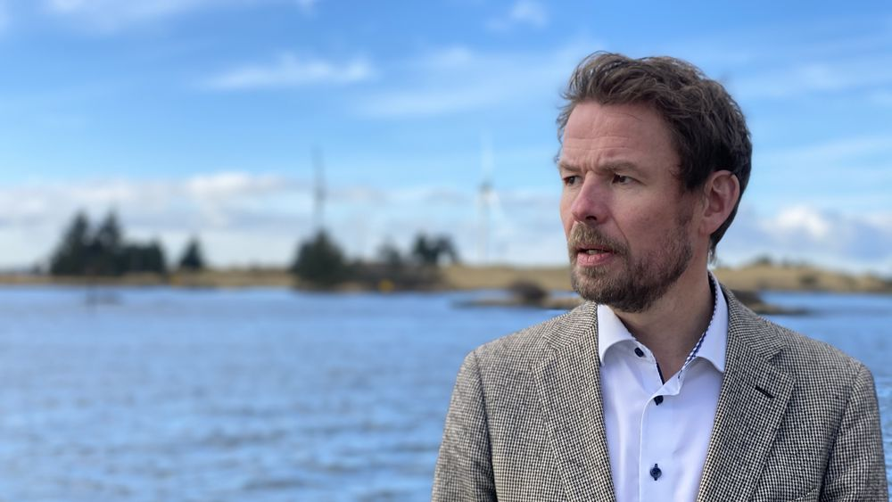 Ny i havvind: Det nye selskapet, Deep Wind Offshore, som vil bygge vindparker i havet, ledes av Knut Vassbotn og har hovedkontor i Haugesund, byen som har to landbaserte vindmøller ved innseilingen.