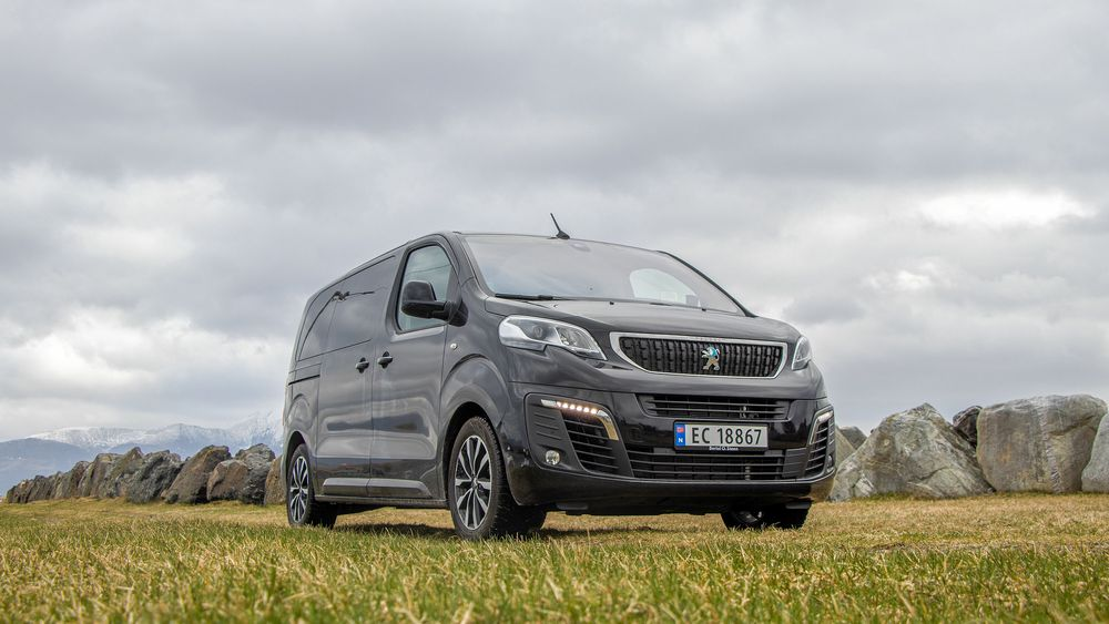 Peugeot e-Traveller er en stor og praktisk familiebil som i teorien burde tilfredsstille de fleste behov.