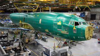 Den første av Norges nye ubåtjegere har tatt toget inn til Boeing-fabrikken
