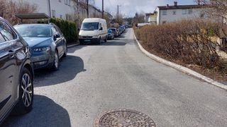 Denne gaten ble asfaltert for 1,3 millioner kroner. Nå skal den graves opp igjen