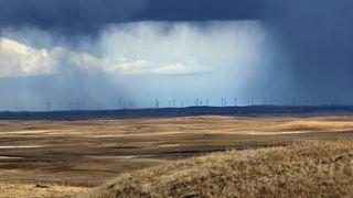 Industrien taper milliarder på at regndråper sliter ned bladene til vindturbiner: En enkel værsensor skal motvirke problemet