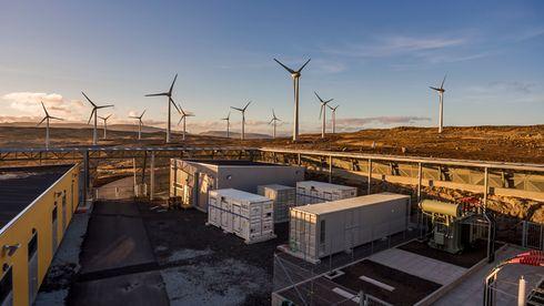Vil bygge vindmøller med batteri i industriområder: – Det er delingsøkonomi i praksis