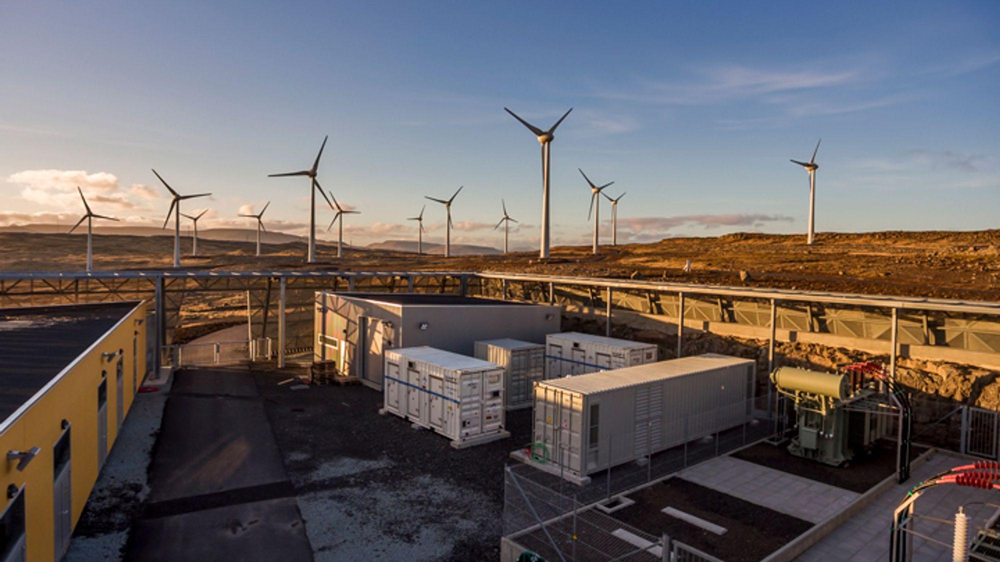 På Færøyene har man kombinert vindkraft og batterier i kraftforsyningen siden 2016.