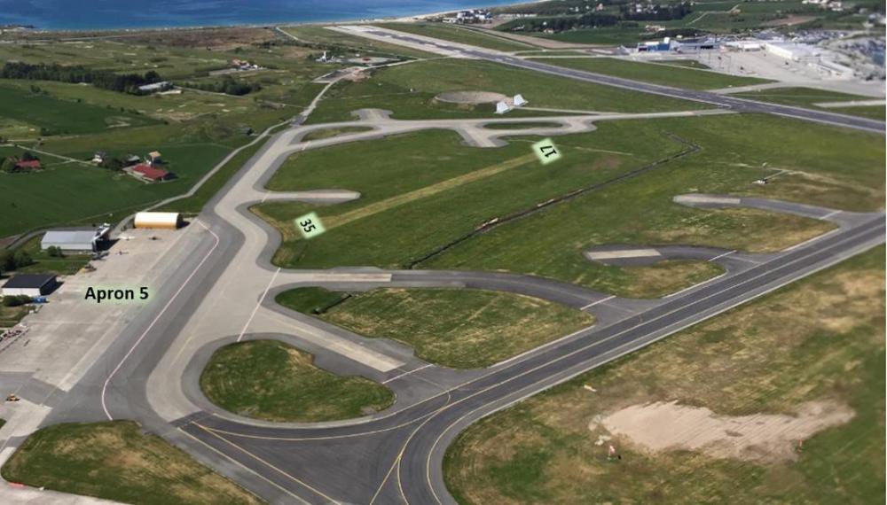 Tidligere etablert gressbane 17-35 på Sola lufthavn.
