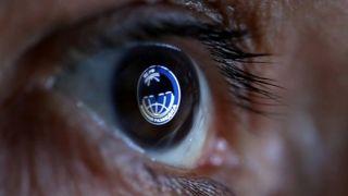 Logoen som «reflekteres» i dette øyet skal egentlig tilhøre spesialstyrkene til den militære etterretningsorganisasjonen GRU, også kjent som Spetsnaz GRU.