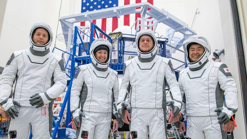Fra venstre Thomas Pesquet, pilot Megan McArthur og Shane Kimbrough fra NASA, samt japanske Akihiko Hoshide reiser ut i verdensrommet neste torsdag.