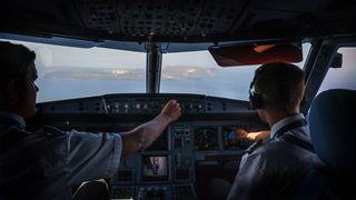 Havarikommisjonen vil filme hva som foregår i cockpit, men pilotene stritter imot