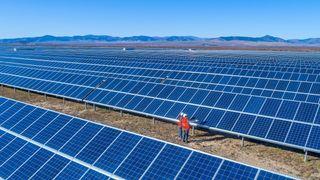 Verdensrekord for solceller med helt ordinær teknologi – midt i blinken for norsk industri