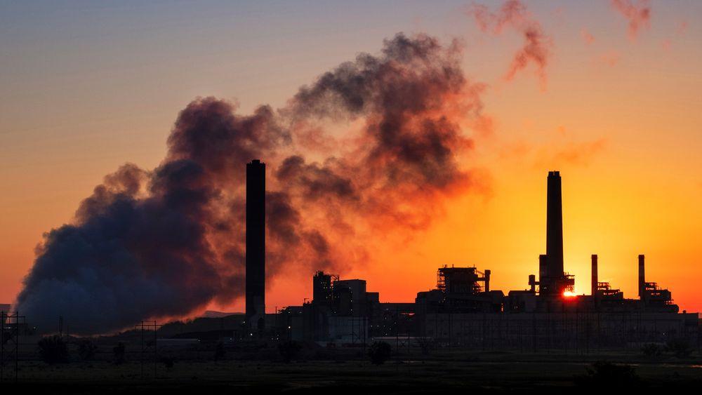 Forbrenningen av kull er skrudd kraftig opp i mange av verdens kullkraftverk etter en brå nedgang i starten av pandemien. Bildet viser et kullkraftverk i den amerikanske delstaten Wyoming i 2018.