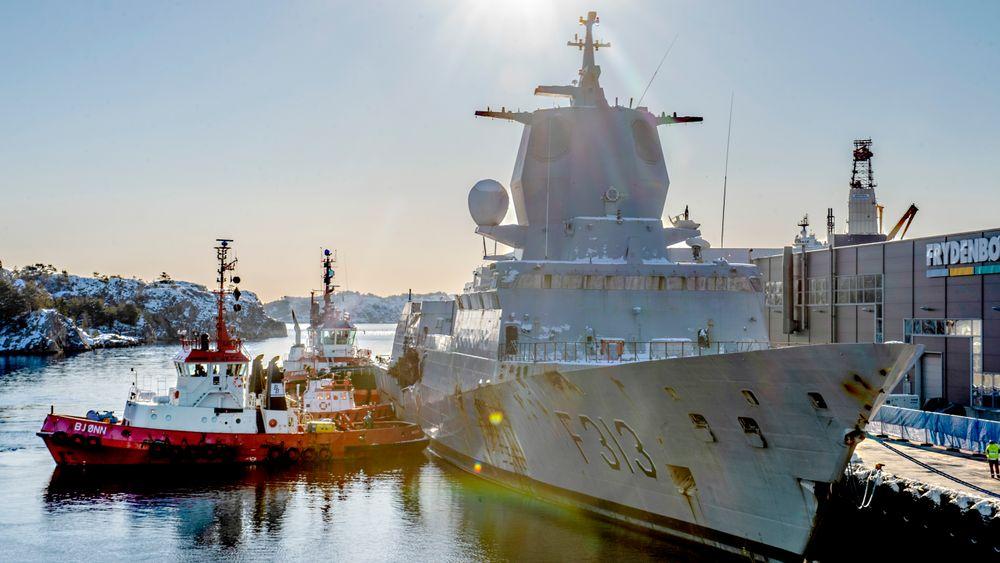 Vraket av KNM Helge Ingstad er slept fra Ågotnes til Hanøytangen for destruering. Feilene som ble gjort om bord bidro til at skipet ikke kunne repareres, men må erstattes av nye løsninger.