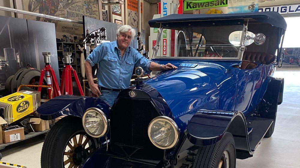 I Los Angeles har Hollywood-kjendis Jay Leno to flyhangarer fulle av sjeldne biler. En av de mest spektakulære er en 1916-modell Owen Magnetic M25-4, som i mange år forfalt utenfor Bergen.