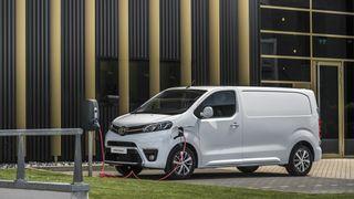 Enova senker støttesatsen for kjøp av elvarebil