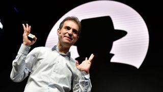 Dan Kaminsky under ett av sine mange foredrag på Black Hat-konferansen, her avbildet i 2016.