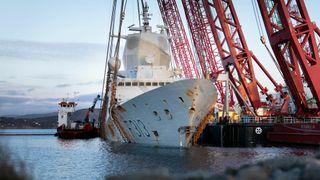 KNM Helge Ingstad sank etter kollisjon med tankskipet TS Sola. Her fra bergingen i mars 2019.