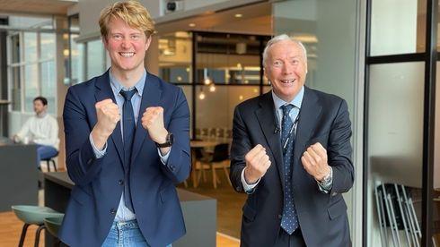 Komiker Christian Mikkelsen og administrerende direktør i Sopra Steria, Kjell Rusti (t.h.) under it-selskapets kunnskapsfestival.