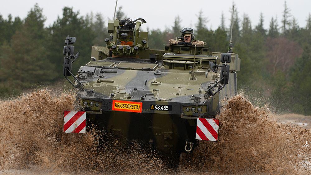 Piranha V har vært operativ i Danmark siden 2019 og skal leveres fram til 2023. Flere av de 309 bestilte skal ha RS4-våpenstasjoner fra Kongsberg Defence & Aerospace med Spike LR2-panservernmissiler fra Eurospike integrert.