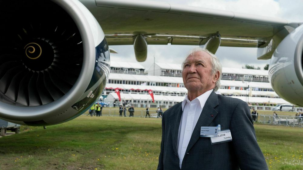 Bernard Ziegler (1933-2021) mottok i 2012 en ærespris på Farnborough Air Show.