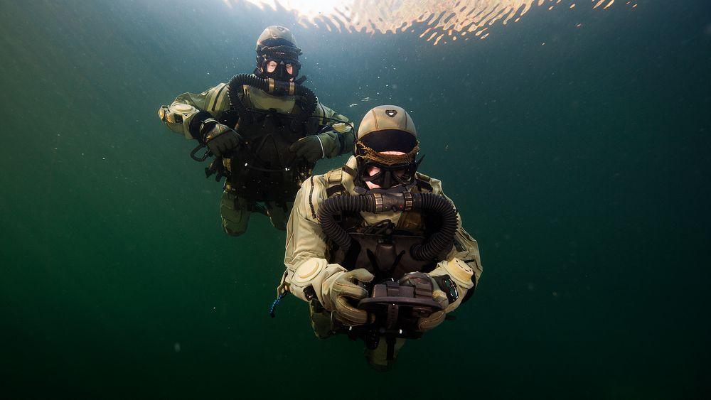 Operatører fra Marinejegerkommandoen under dykketrening på Haakonsvern orlogsstasjon utenfor Bergen i 2016.