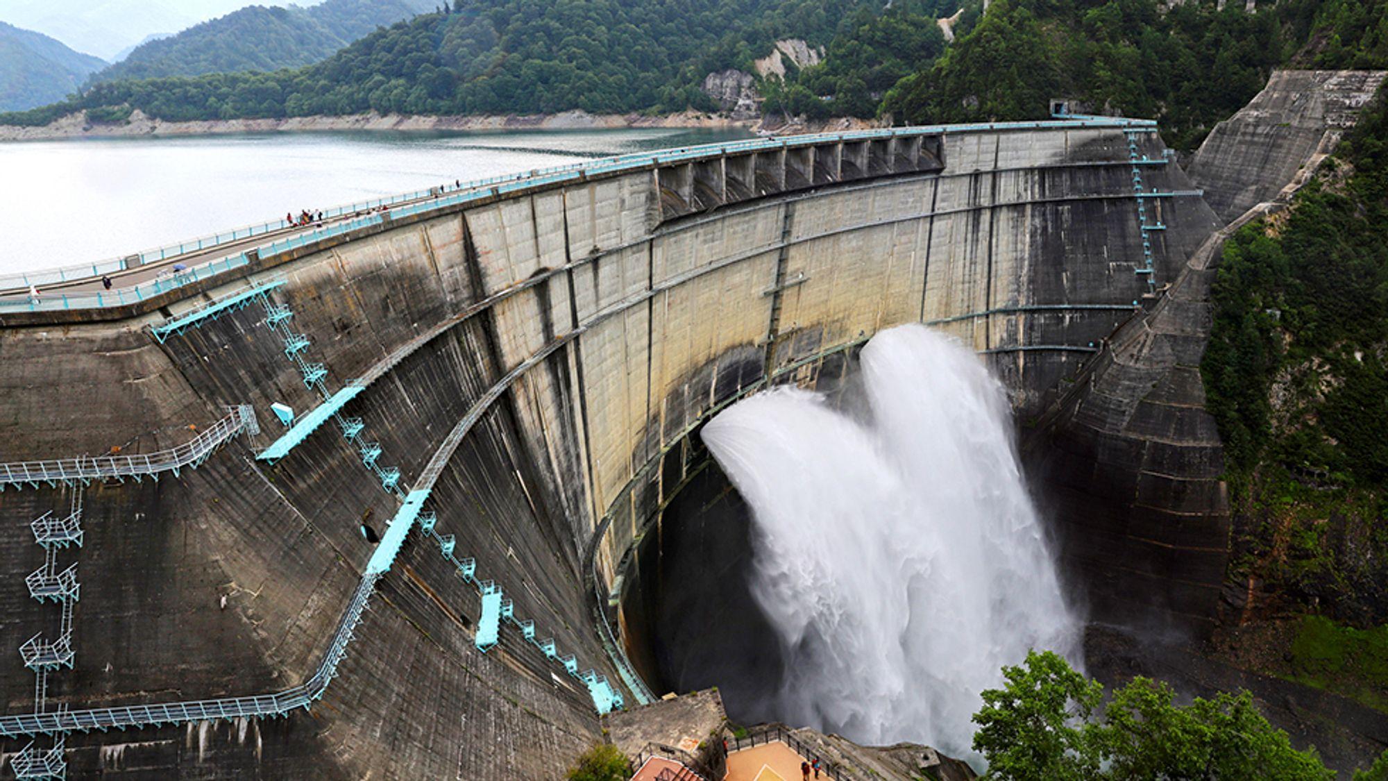 En studie tyder på at det er mye ny, fornybar energi å hente ut, dersom det installeres turbiner i bunntappeløp i dammer i verden.