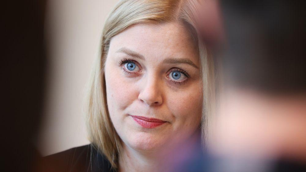 – Vi tar sikte på innføring 1. januar 2022, sier Tina Bru.