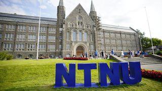 Studentene som fikk karakterene sine delt, går på NTNU.