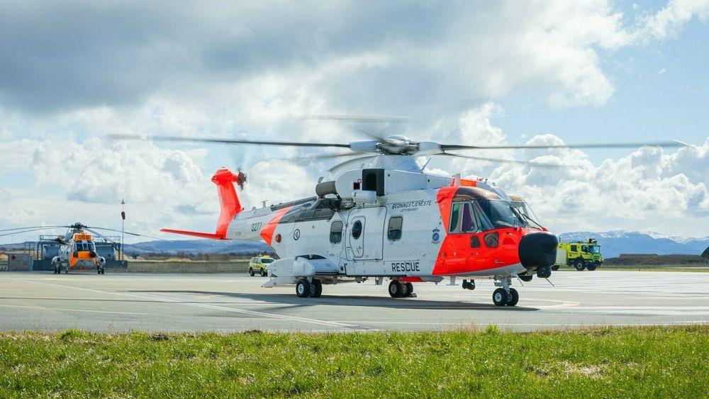 AW101 Sar Queen ankom Ørland flystasjon i slutten av april og er straks klar for å overta beredskapen her. Sea King 066 (i bakgrunnen) er nå faset ut.
