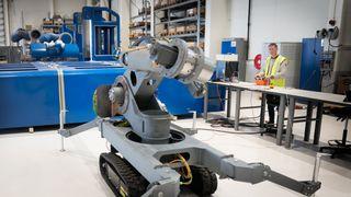 Løser HMS-utfordringer: Robot skal overta sparkling og maling