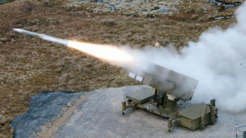 Raytheon har vært på norgesbesøk og skutt luftvernmissilet som skal gjøre Nasams mer slagkraftig