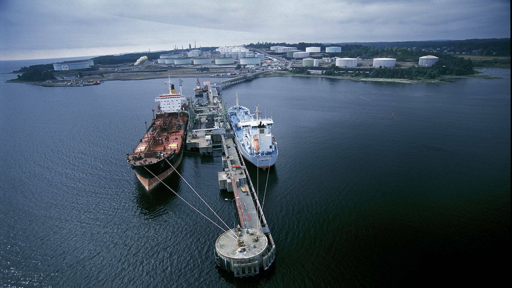 Esso sitt raffineri på Slagentangen.