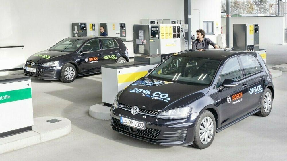 Elbiler er mest effektive, mens andre sektorer som luftfart og skipsfart vil trenge syntetisk drivstoff for å takle omstillingen, mener European Federation for Transport and Environment.