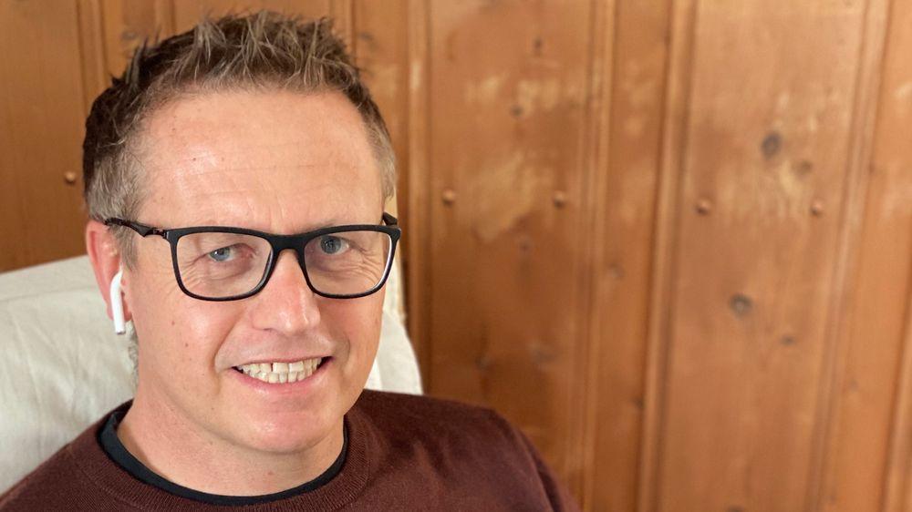 Sjefforsker Nils Brede Moe i Sintef har gode råd for hvordan du lykkes med hybridkontoret. Her fra hjemmekontoret på Røros.