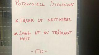 Her advarer Volue om cyberangrepet på en lapp i egne lokaler i Trondheim.