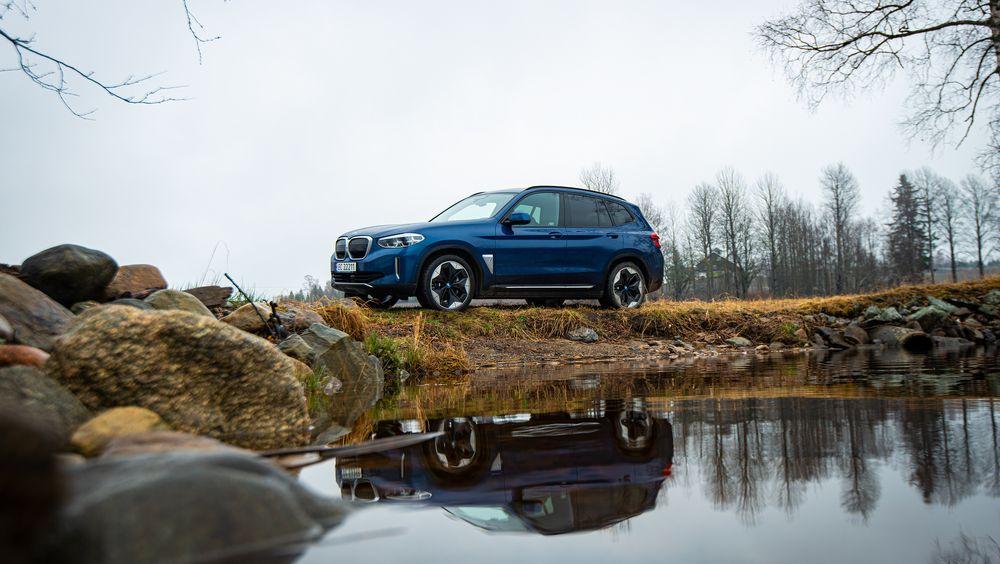 BMW iX3 er en romslig bil med nokså lavt forbruk.