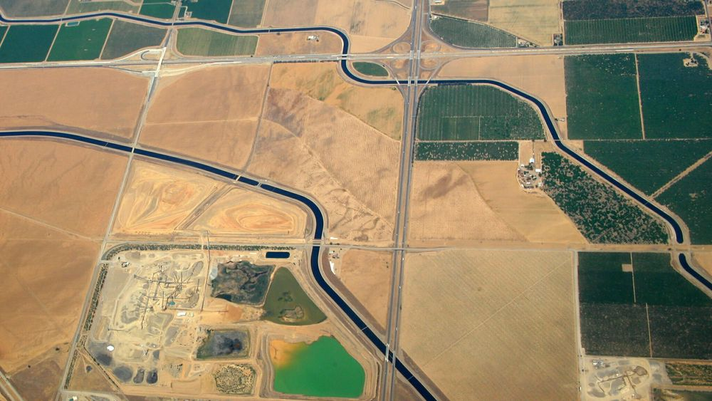 California har verdens største drenerings- og vanningssystem, som dekker 35 millioner mennesker og 20.000 kvadratkilometer jordbruksland.