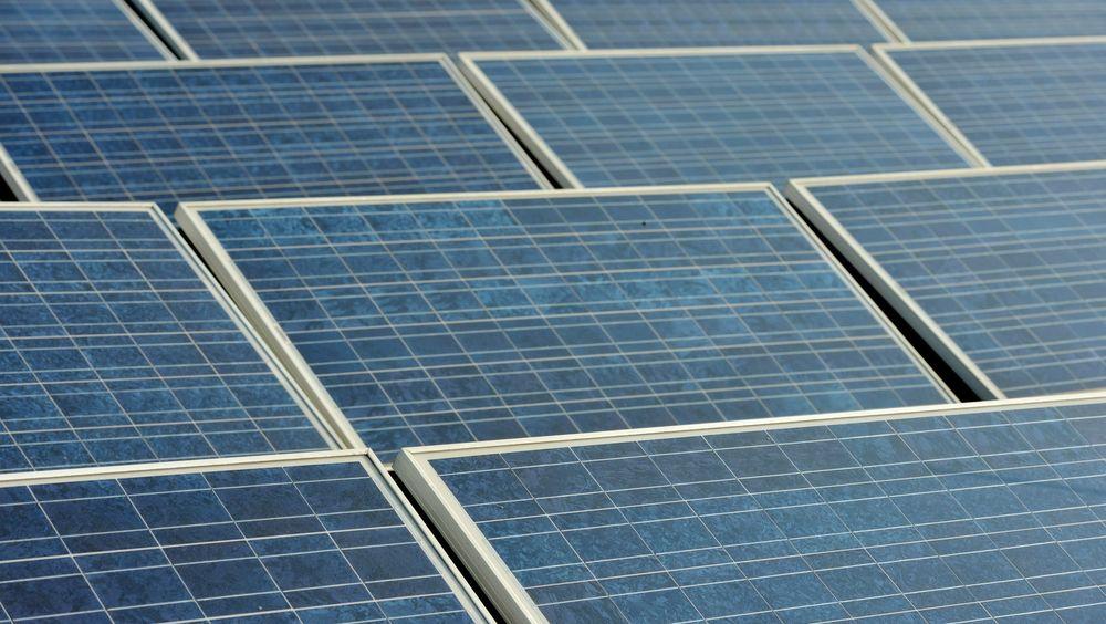 Solceller er blitt svært populære i Polen etter at myndighetene valgte å gi solide støtteordninger til folk for å få dem til å skifte ut gamle kullfyrte kjeler med ny og ren energi.