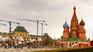 Kreml og Vasilij-katedralen i Moskva, som er et av de mest kjente landemerkene i hele Russland.