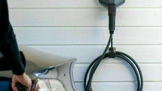 Bruk av tre faser for å oppnå høyere effekt er i seg selv velkjent lenge før lading av elektriske biler ble populært. Så lenge alle ledd er korrekt koblet og dimensjonert er det en god løsning for strømkrevende apparat, nå også for lading av biler, skriver artikkelforfatteren.