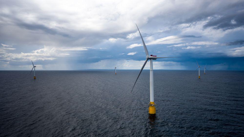 Regjeringen skal satse hardt på havvind. Bildet er fra Equinors Hywind Buchan vindmølleanlegg utenfor Skottland.