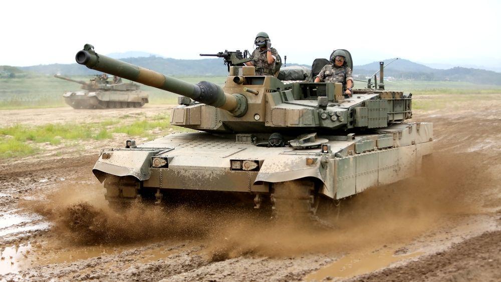 K2 Black Panther er den ene av to kandidater som Forsvaret vurderer å kjøpe inn. Produsenten er på vei til Norge for å spikre flere detaljer i industripakka de tilbyr.