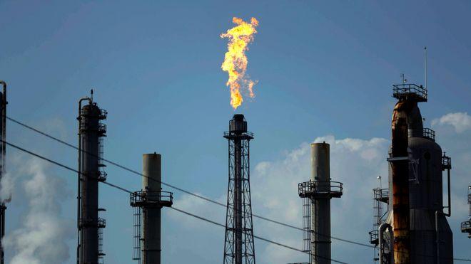 En nederlandsk domstol pålegger Shell å kutte mer i utslippene av skadelige klimagasser.