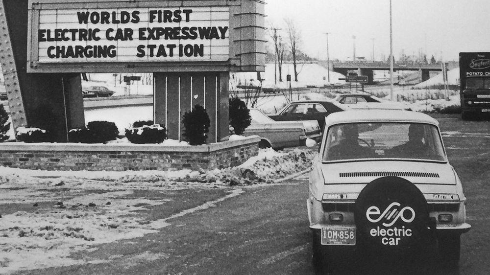 Over 40 år før Elon Musk lanserte sin første Tesla, hadde Robert R. Aronsen klar både elbil og eget nettverk av hurtigladere.