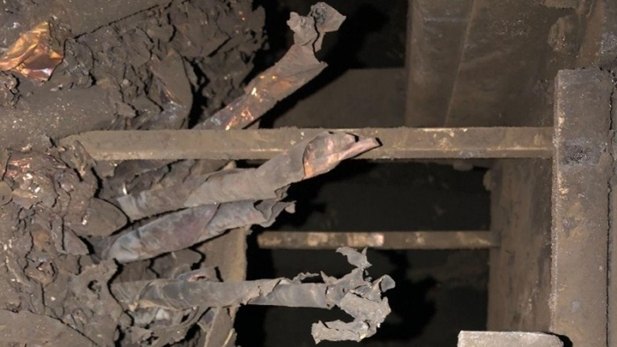 Bildene fra skadeinspeksjonen 29. mars viser at styrbord batterirom var totalskadd etter brannen i Brim.