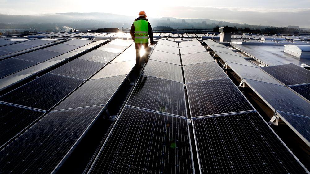 Kapasiteten i kraftgenerering skal firedobles fra 2020 til 2030. Energiintensiteten i verdensøkonomien skal i samme tidsrom avta med fire prosent årlig, ifølge rapporten. Øystein Noreng er skeptisk til realismen.