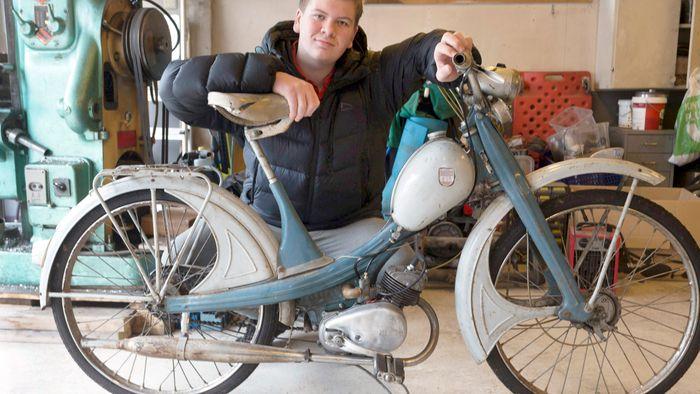 Farens gamle moped skrudde yngstemannen fra hverandre og satte den sammen igjen til nytt liv.